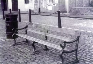 Arnolpheni bench balanced Small